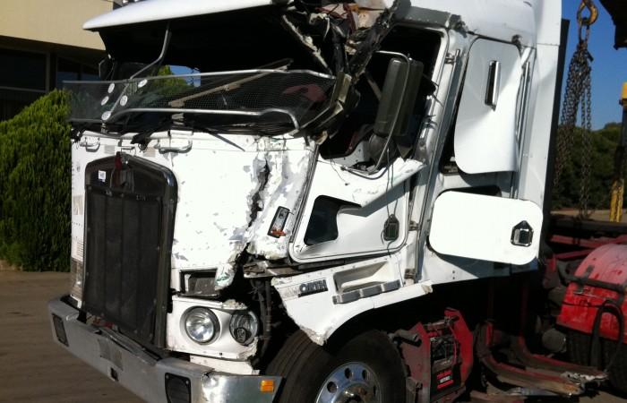 04 kenworth k104 s n w2302 trucking supplies for Mercedes benz dismantlers near me